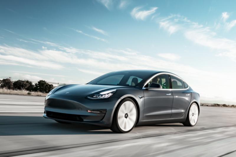 拆完 Tesla Model 3 後,為何 Porsche 與 Audi 要修改電動車平台?