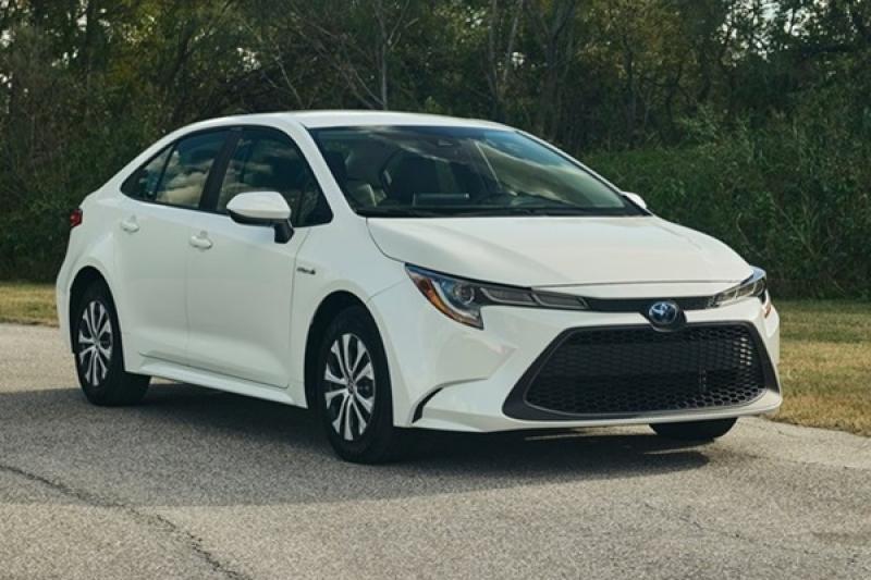 Toyota 新一代 Altis 油耗表現太亮眼,Prius C 恐面臨停產命運!