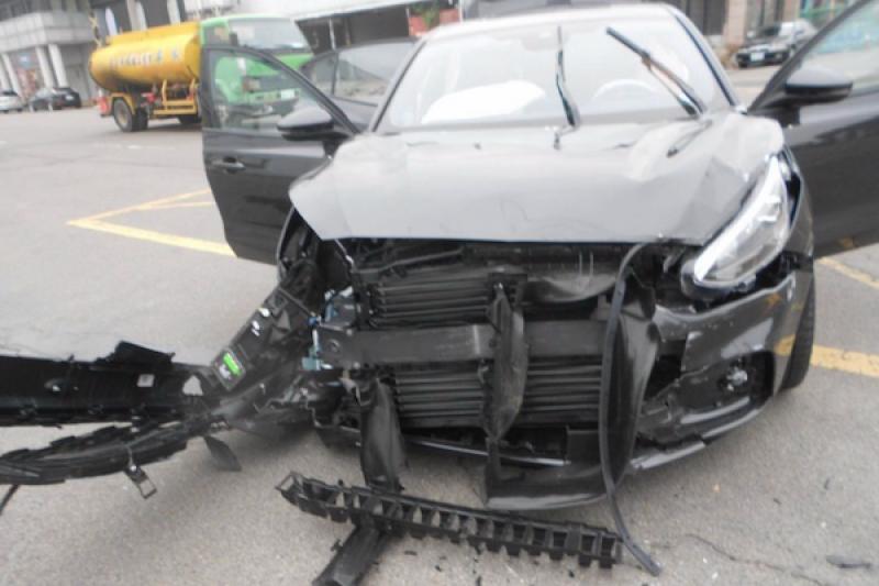 「全台首撞」 福特新款車試駕撞爛車頭 駕駛嚇傻了