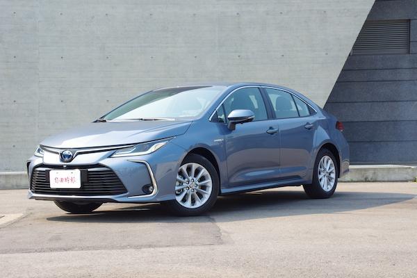 型男計程車運將的親身體驗!Toyota Corolla Altis 1.8 Hybrid 試駕(影音)