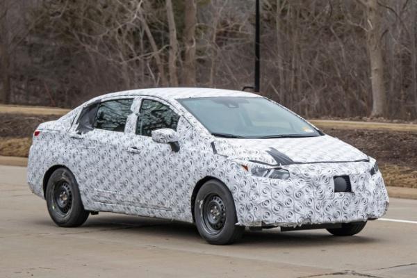 海外大改款版本將於 4 月 12 日亮相!Nissan Tiida 四門版有望重回台灣?