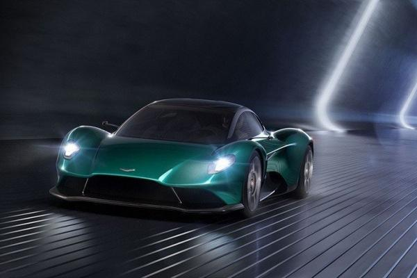 Aston Martin 點名挑戰,Ferrari 執行長:被模仿是最好的恭維!