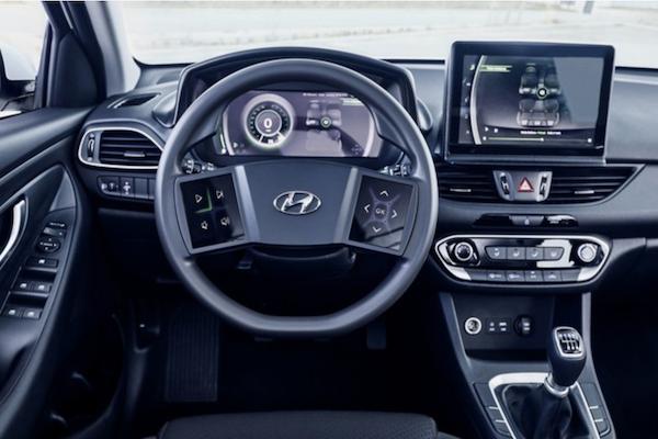 Hyundai 公布最新科技內裝!但網友對方向盤造型很有意見(影片)