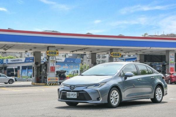 【油耗測試】新 Altis Hybrid 到底有多省油?市區+高速實測 200 公里算給你看!