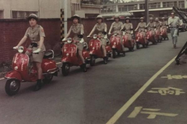 台中第一代女交警騎什麼機車?警官珍藏老照片曝光