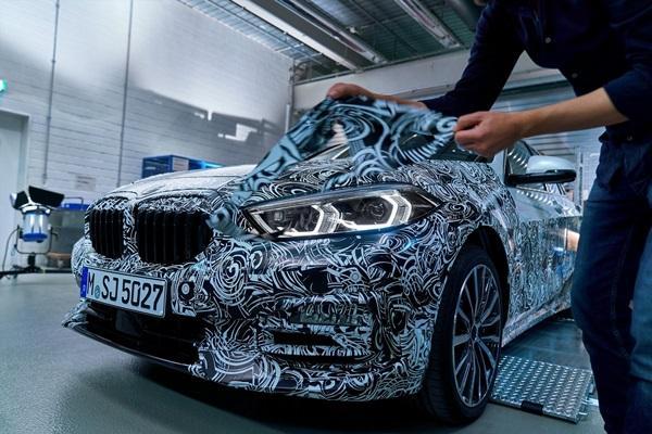撕開偽裝、預約 10 天後見!BMW 新一代入門掀背車有何改變?