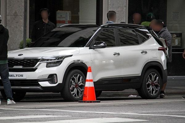 Honda HR-V、Nissan Kicks 新對手,Kia 全新跨界休旅實車曝光!