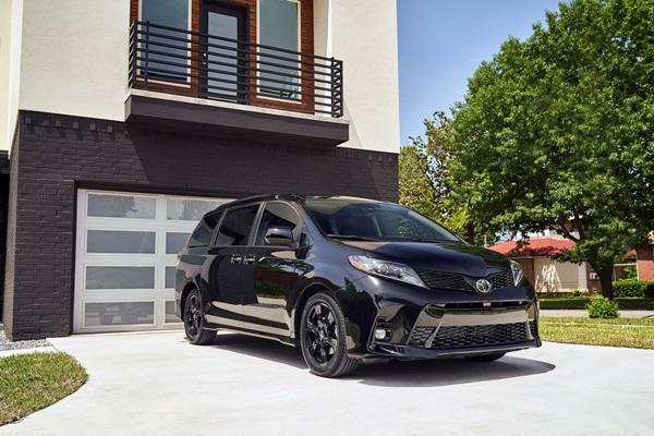 為四代大改款做個暖身,Toyota Sienna 推新車搶市!