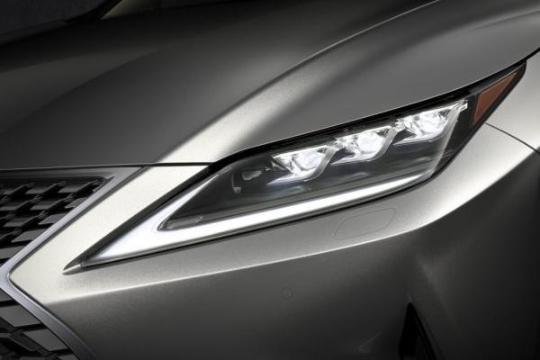 Lexus 全球首創 BladeScan 頭燈有多強?原廠釋出影片解釋