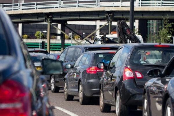 為何交通事故逐年上升?日本 6 成汽車教練都直指同一原因!