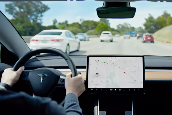 Tesla導航系統漏洞被發現:駭客能讓車輛無預警急轉彎!