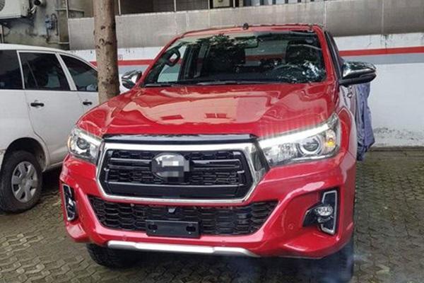 跟 Ford Ranger 搶市場!網友眼尖拍到 Toyota Hilux  實車現身台灣!