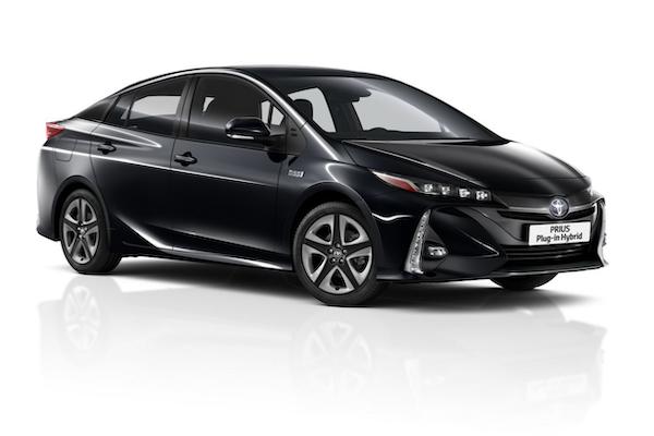 終於可坐 5 個人!Toyota 推 Prius PHEV 小改款車型