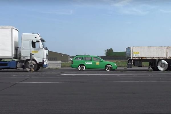 時速 43 公里撞擊就足以撞成廢鐵!國外測試撞擊影片讓人觸目驚心(內有影片)