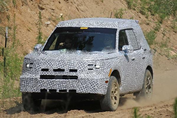 會是 Suzuki Jimny 最大對手?Ford 神秘小休旅實車終於曝光了!