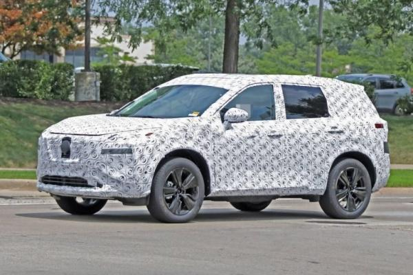 新一代 Nissan X-Trail 偽裝身影再度曝光,預計明年正式發表亮相!