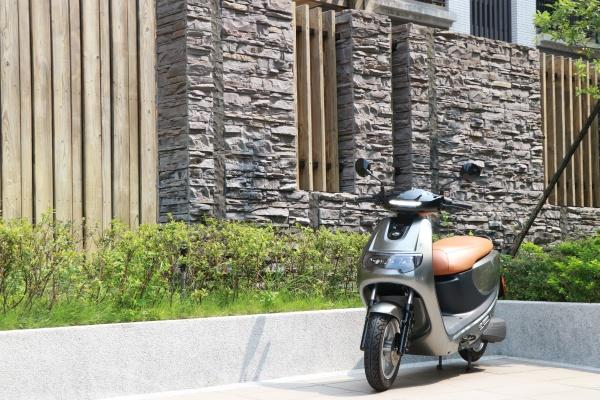 用充電和 Gogoro 一較高下,emoving iE125 電動機車試駕!(內有試駕影音)