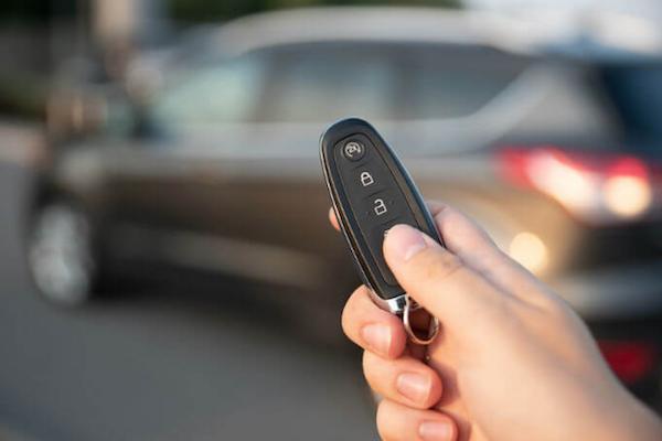 外媒測試 Keyless 免鑰匙安全性讓人嚇傻,10 秒就能偷走車!