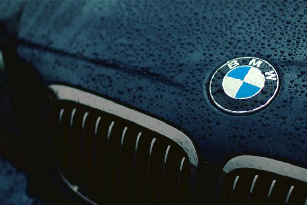 別再說 BMW Logo 代表螺旋槳,原廠表示:這是個美麗的誤會!