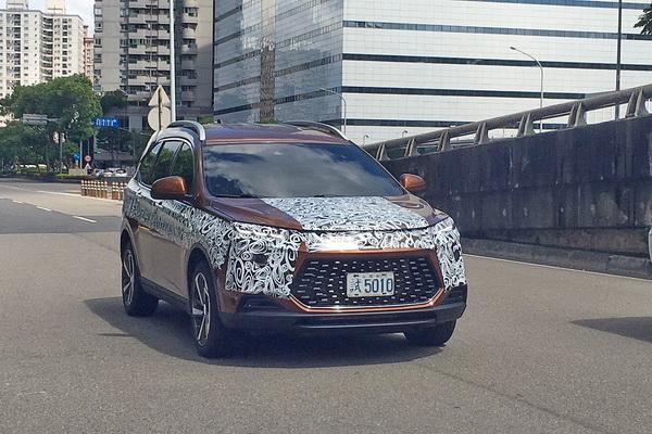 當街現場直擊!Luxgen 全新休旅實車跟廠照有點不一樣