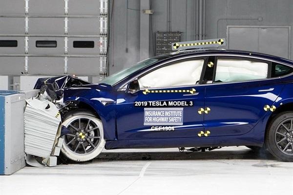 便宜又靠譜,Tesla Model 3 撞出 IIHS 安全好評!