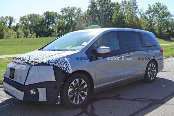 輕度偽裝來見客,Honda Odyssey 改款新車首次現身!