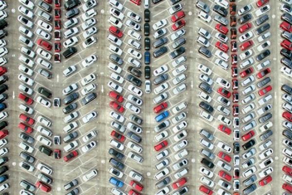 到大賣場停車怎麼找車位?國外研究所用數學算出最優策略!(內有影片)