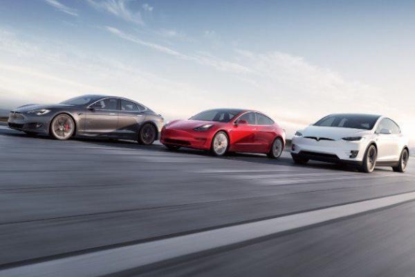 國際汽車金融機構提出「Tesla 效應」,豪華品牌車款貶值速度加快!
