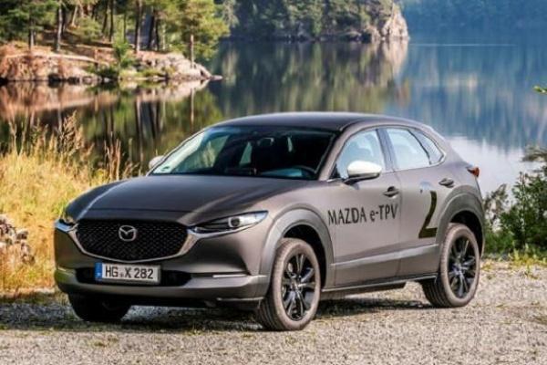 與 Toyota 攜手!Mazda 首款電動車內裝預告出爐