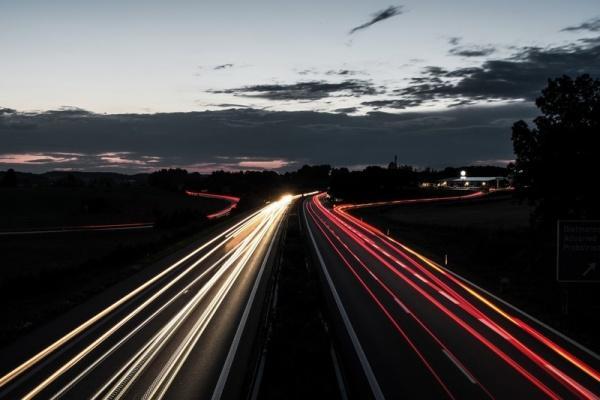 德國高速公路限速法案慘敗,交通部長:限速根本違反常識!