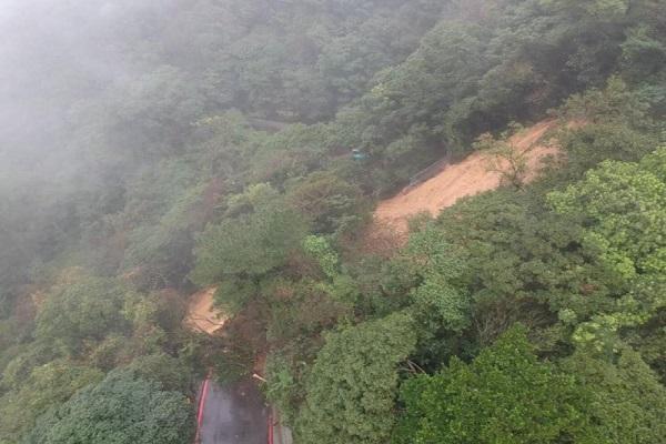 陽明山百拉卡公路崩塌 雙向道路封閉搶通中