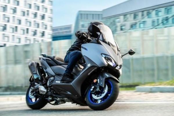 預計是紅牌 TMAX 560!台灣 Yamaha 將在 19 日發表新車