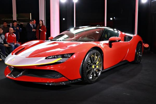 Ferrari 最新千匹馬王登陸台灣,0-100km/h 加速只要 2.5 秒!