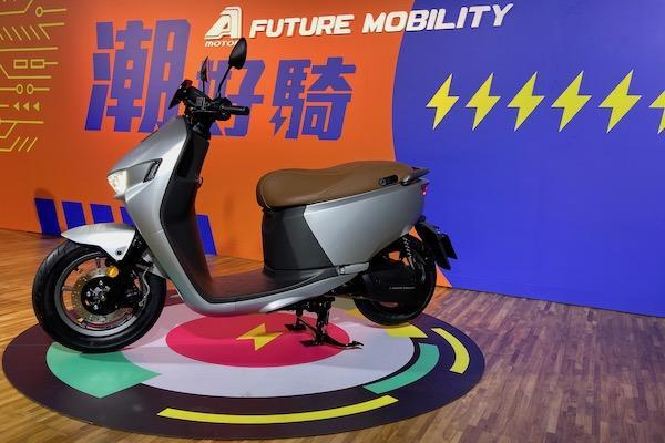 與 Gogoro 2 同動力!宏佳騰新款電動機車發表