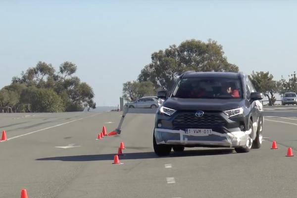 RAV4 二度挑戰麋鹿測試雪恥!Toyota 透露一項關鍵原因(內有影片)