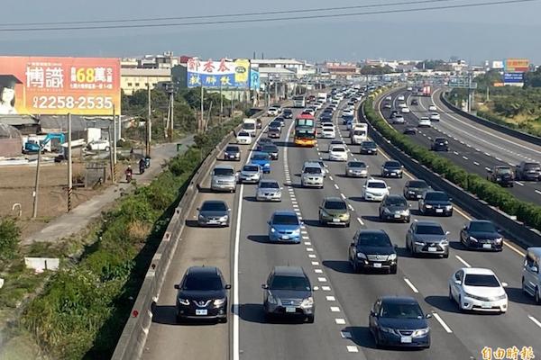 國道路肩速限降為 60 公里 500 公尺內不得切回主線車道