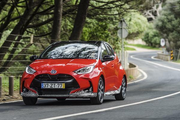 大改款 Yaris 歐規版首度導入 Hybrid 油電動力,一公升可跑 27 公里!