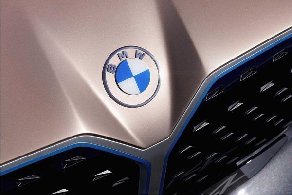 熟悉配色不見了,BMW 發表新家族 Logo!