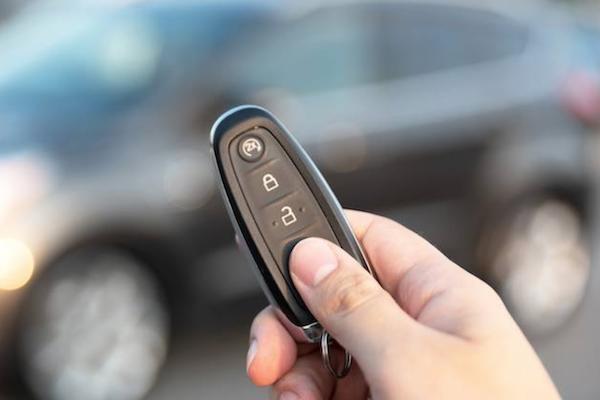 歐洲研究:駭客利用 Keyless 漏洞偷車,Tesla 遭點名有失竊風險!