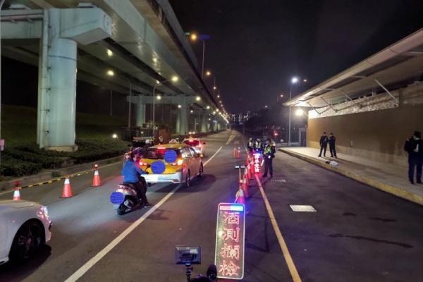 防疫執法不空窗 新北警一夜抓 509 件違規酒駕、噪音車