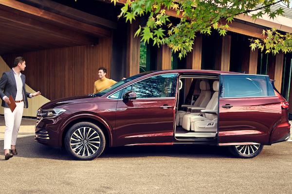 對手鎖定 Lexus LM!車長破 5 米 VW 豪華商務 MPV 確定 5 月開賣
