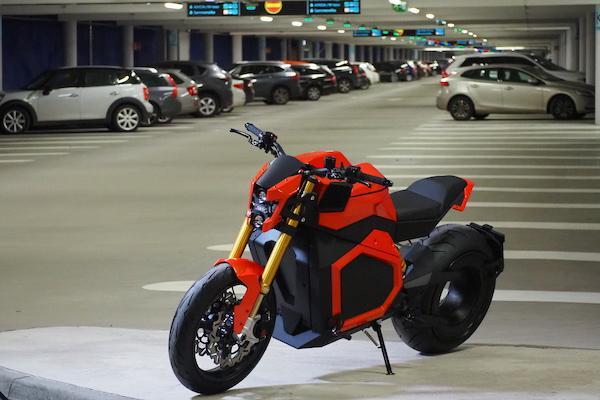 充飽電一次可騎 300 公里!芬蘭品牌電動機車售價能買一輛國產車