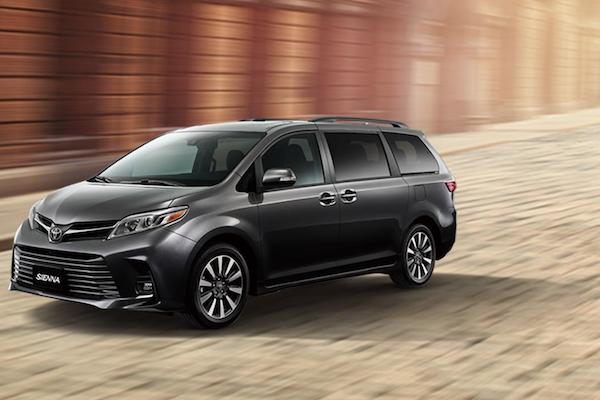 發表會之前先破梗!疑似 Toyota Sienna 車尾照,Hybrid 油電身分近乎確定