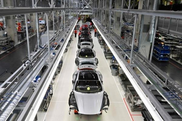 全球逾 8 成汽車工廠已復工!產能全開還需一段時間