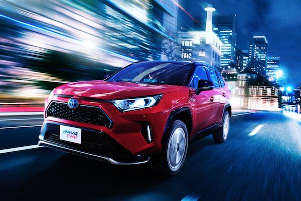 到底哪裡不同?Toyota 公布 RAV4 PHV 插電式油電與 Hybrid 油電規格差異