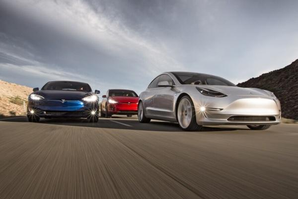 超越 Toyota,Tesla 登頂全球市值最高車廠!Semi 卡車啟動量產