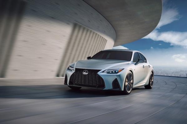 內外更顯犀利!Lexus IS 改款終於發表