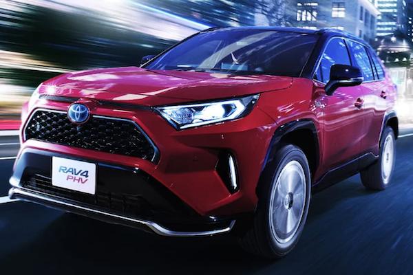 史上最省油 RAV4 才開賣 3 週就停止接單?Toyota 說明關鍵原因