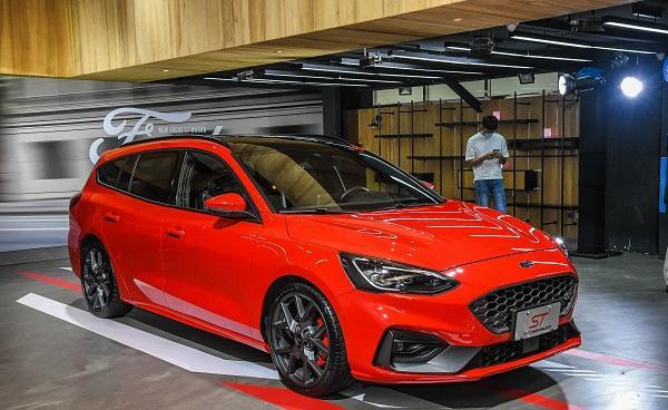 配備與五門掀背有點不一樣,台灣新一代 Ford Focus ST Wagon 貼身近賞!