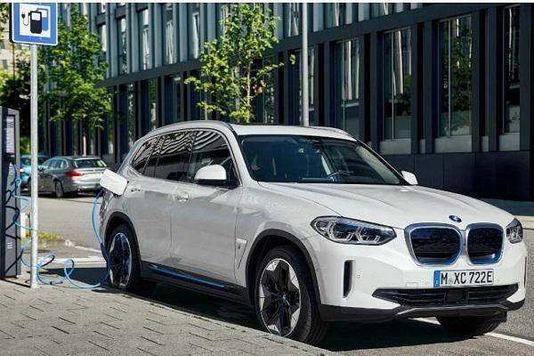 終於不忍了、對決 M.Benz EQC,BMW 首款電動休旅 iX3  登場!